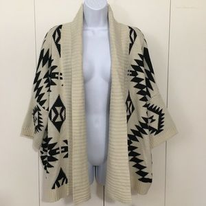 Forever 21 Large cream & black Aztec sweater
